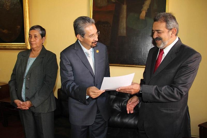 Chávez Ramos, quien se desempeñaba como subdirector de la misma Facultad, situación que contribuirá a dar continuidad al programa académico