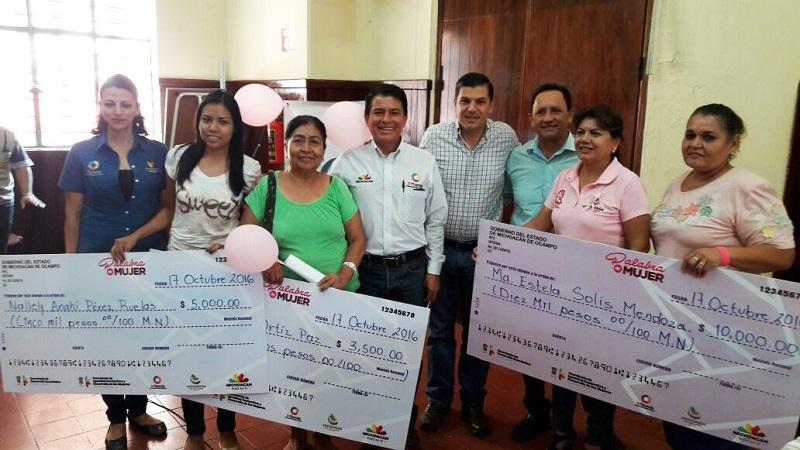 La derrama crediticia es de 341 mil 500 pesos, siendo esta la tercera ocasión que se hace una dispersión de recursos de Palabra de Mujer en Apatzingán