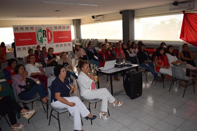 Al término de la película, las féminas convocadas iniciaron una mesa de análisis y debate, cuyo objetivo fue que con la enseñanza y conclusiones de la película, armonizaran una propuesta práctica para beneficiar a la sociedad michoacana