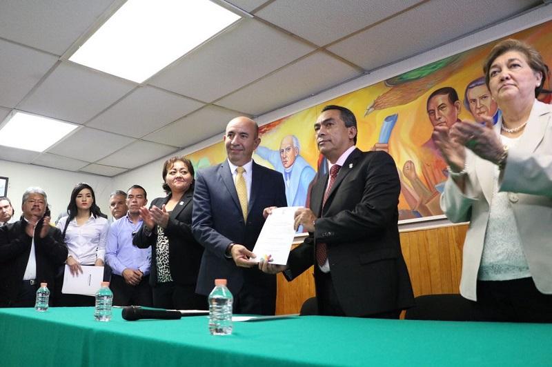 En su oportunidad, Alberto Frutis Solís externó su compromiso para mejorar la educación en Michoacán