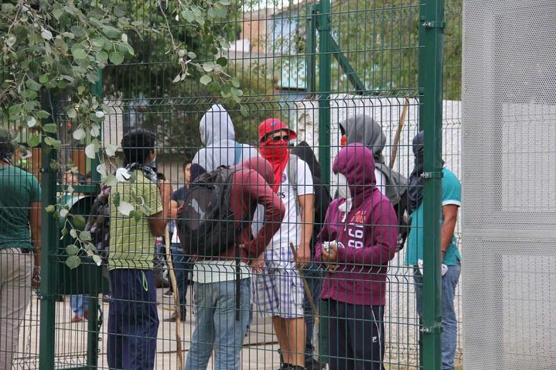 Una organización de supuestos indígenas se resistieron a abandonar el complejo nicolaita, pese al diálogo sostenido por el Secretario general de la UMSNH, Salvador García Espinosa