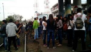 De acuerdo con un vocero de los manifestantes, están exigiendo plazas automáticas, sin necesidad de examen de oposición, para los recién egresados de esas escuelas