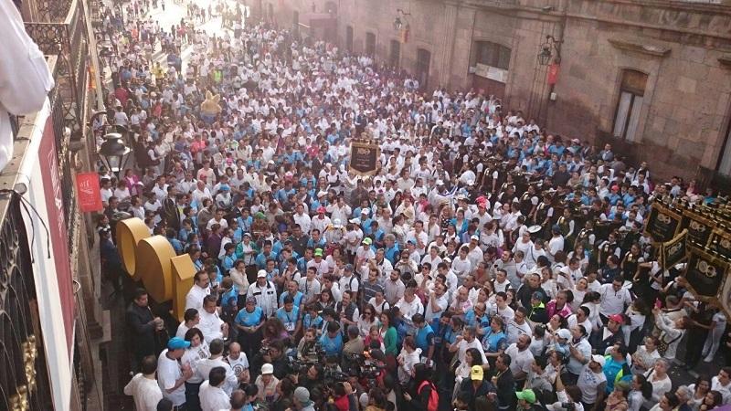 Paz y cariño por la UMSNH, movilizaron a tres mil personas en la Caminata Nicolaita