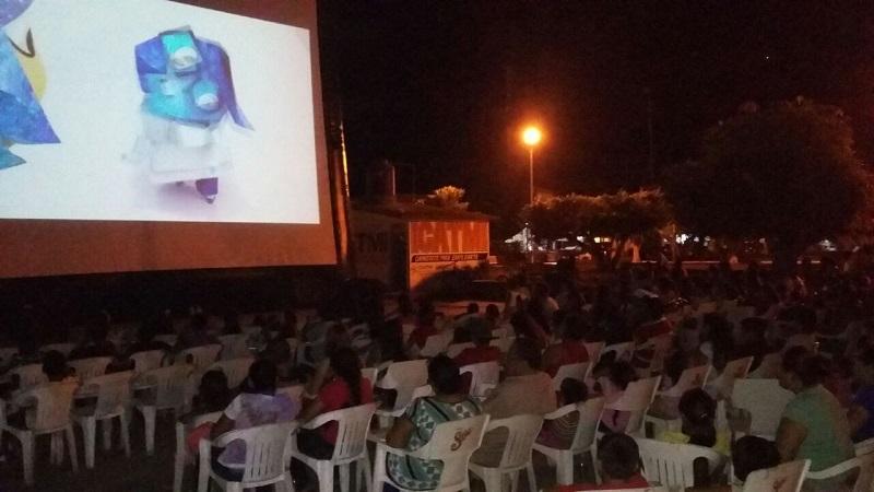 Al igual que sucedió en La Ruana, personal de Cinépolis entregó palomitas a los asistentes para que disfrutaran del filme