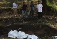 Los cadáveres tienen en sus cuerpos huellas de tortura y varios impactos de armas de fuego que les causaron la muerte; las víctimas fueron encontradas en la caja de una camioneta