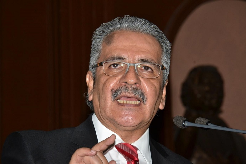 Mendoza Guzmán, informó que a los manifestantes se les explicó que dicha petición se comentará en el seno de las comisiones involucradas en la elaboración del dictamen