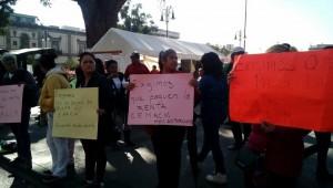 Los antorchistas, encabezados por Luis Miguel López Alanís, acusan al subsecretario de Gobernación, Armando Hurtado Arévalo, y a la Delegación Administrativa de la SEE de incumplir los acuerdos pactados