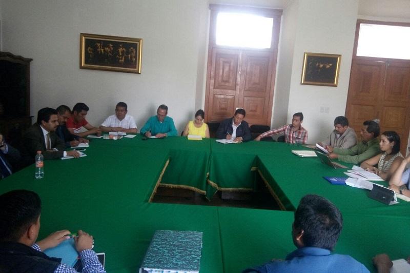 Para el año 2017, dijo de acuerdo a lo establecido por lad partes, será ajustado el Presupuesto a la cantidad que corresponda al 35.5 por ciento, mismos que se darán en los tres fondos que recibe el Ayuntamiento en partidas mensuales a las autoridades comunales de Pichátaro