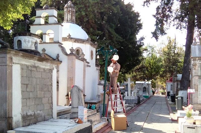 La Dirección de Imagen Urbana realizará el balizamiento interno y externo del Panteón Municipal, efectuará la tradicional decoración del pasillo principal con las flores de cempasúchil