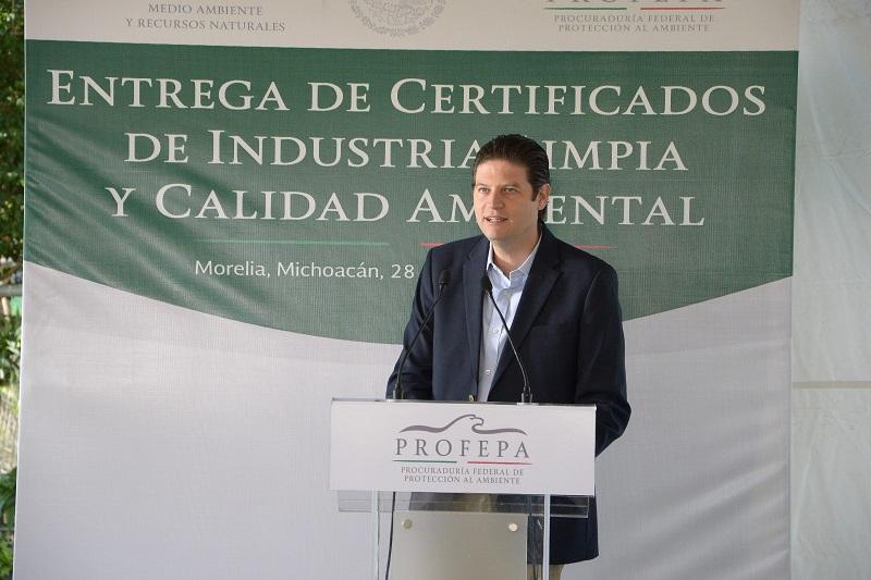 Acude el residente municipal de Morelia a la entrega de certificados del Programa Nacional de Auditoria Ambiental a 13 empresas e instituciones de diversas partes del estado