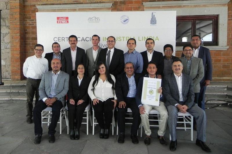 En su turno, Ernesto Valdez, gerente de manufactura Coca-Cola Femsa Planta Morelia, habló sobre las acciones que emprendieron en la industria para ser acreedores del certificado Industria Limpia Nivel 2 que otorgó el Gobierno de la República a través de Profepa