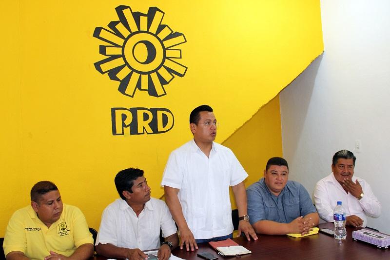 ara Carlos Torres Piña, los alcaldes y diputados del PRD, mantienen vigente la vocación de servir a la gente y trabajar diariamente para este estado salga adelante