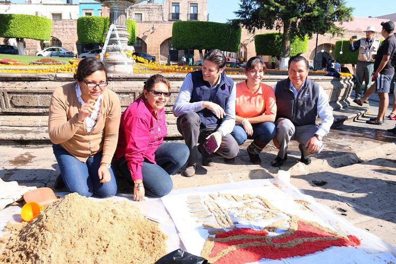 Martínez Alcázar se pronunció por enaltecer las tradiciones mexicanas en morelianos y visitantes