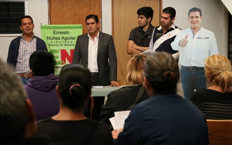 Núñez Aguilar comentó que estos apoyos permitirán tener espacios más dignos para las familias que habitan en algunas de las colonias correspondientes al Distrito 11 de Morelia