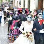 Al concluir la premiación los catrines y catrinas participaron en un recorrido por los lugares más emblemáticos de la capital del Estado, como el Teatro Juárez, la Universidad de Guanajuato y el Panteón de Santa Teresa (FOTO: PERIÓDICO CORREO)