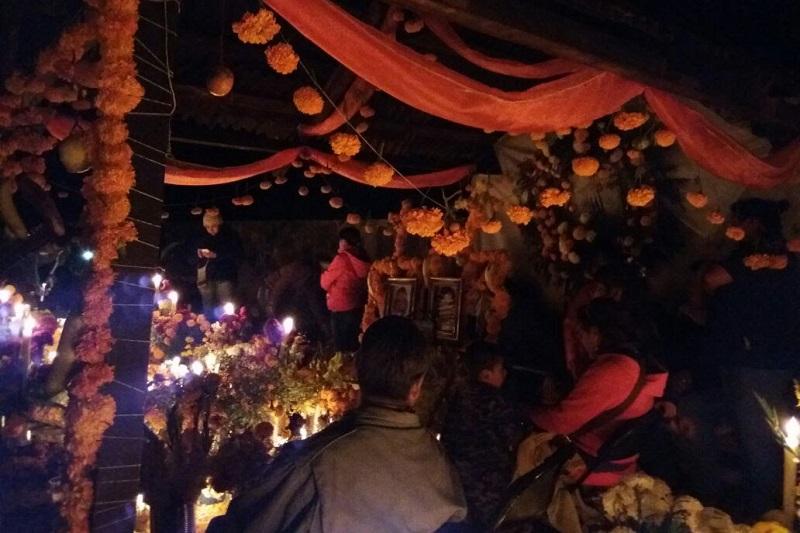 Durante esta temporada de Noche de Muertos han arribado a Michoacán turistas de países como Italia, Francia, Estados Unidos, Alemania, Japón, España, Colombia y Uruguay.
