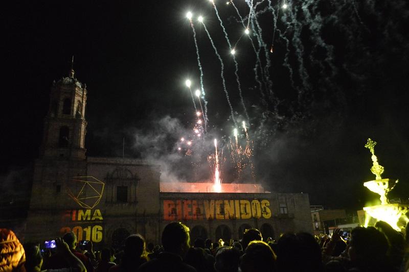 Sergio Mayer condujo el evento y saludó a los morelianos y asistentes a lo que fue la bienvenida de los trabajos de este Festival
