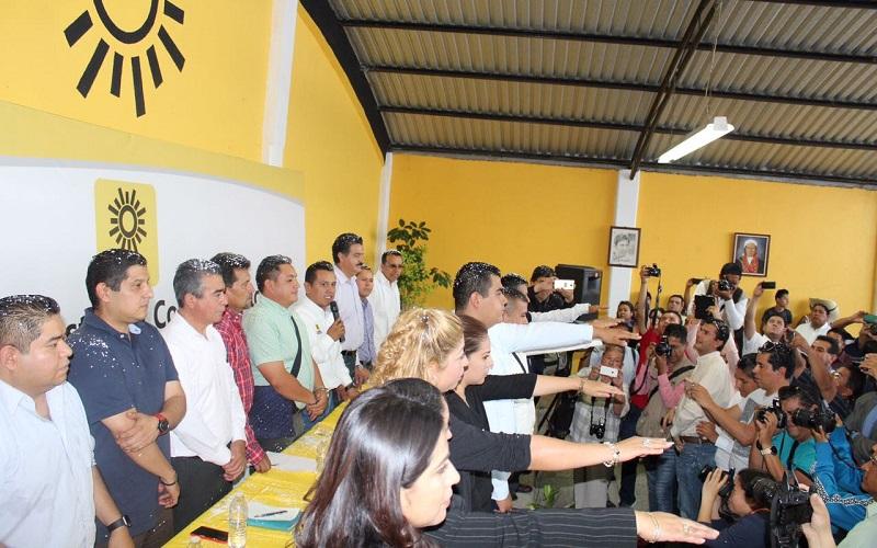 Carlos Torres Piña tomó protesta a los integrantes del nuevo Comité Municipal del PRD uruapense, que estará vigente hasta agosto de 2017
