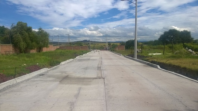 En Ecuandureo, construyó la barda perimetral y una caseta de vigilancia del Parque Industrial del Bajío, con la aplicación de 12 millones 800 mil pesos, beneficiando a alrededor de 3 mil habitantes