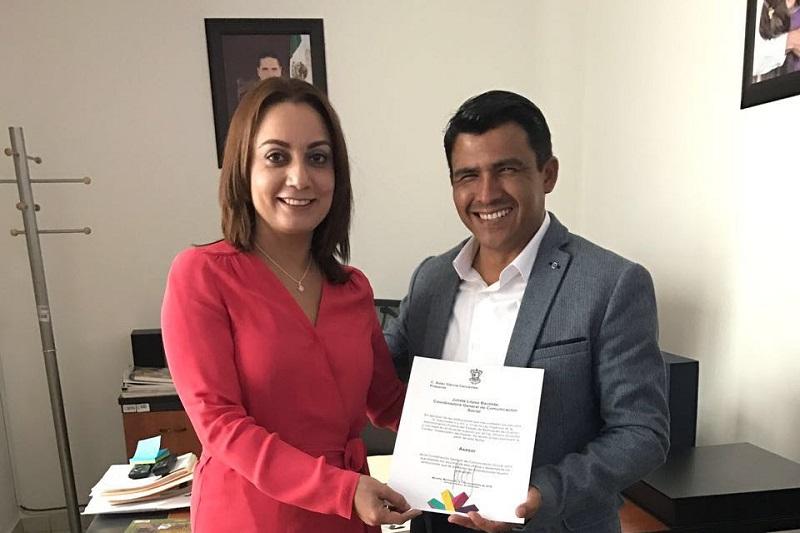 López Bautista refrendó que la comunicación social juega un papel de primera importancia para difundir los servicios, acciones, programas, obras y políticas públicas que impulsa la administración estatal en beneficio de las y los michoacanos