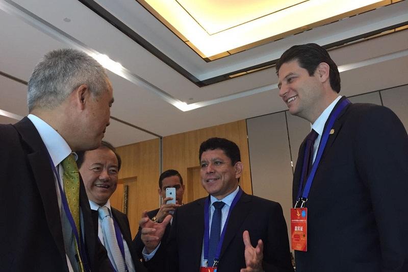 Martínez Alcázar reconoció que aprender de los casos de éxito y conocer lo que en otras ciudades se ha hecho para mejorar la economía local, es parte del objetivo de esta gira de trabajo, cuya sede es un ejemplo de progreso mundial