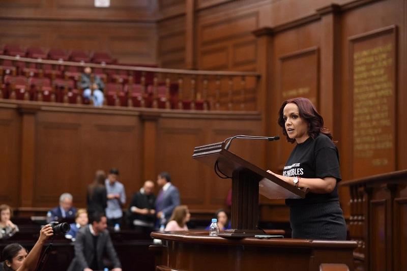 En tribuna, la legisladora argumentó que a nivel nacional no existe un marco jurídico que proteja la integridad, el acceso a la salud, la educación, ni el desarrollo físico y emocional de los menores que viven en esta delicada condición