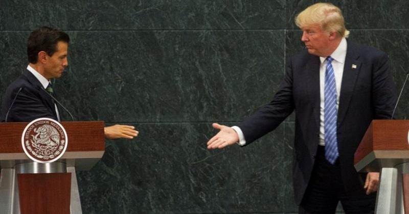 Durante la campaña, Trump lanzó ataques en contra de México (acusó que le roba empleos a los estadounidenses), e insistió con la propuesta de la construcción de un muro en la frontera, para frenar la migración