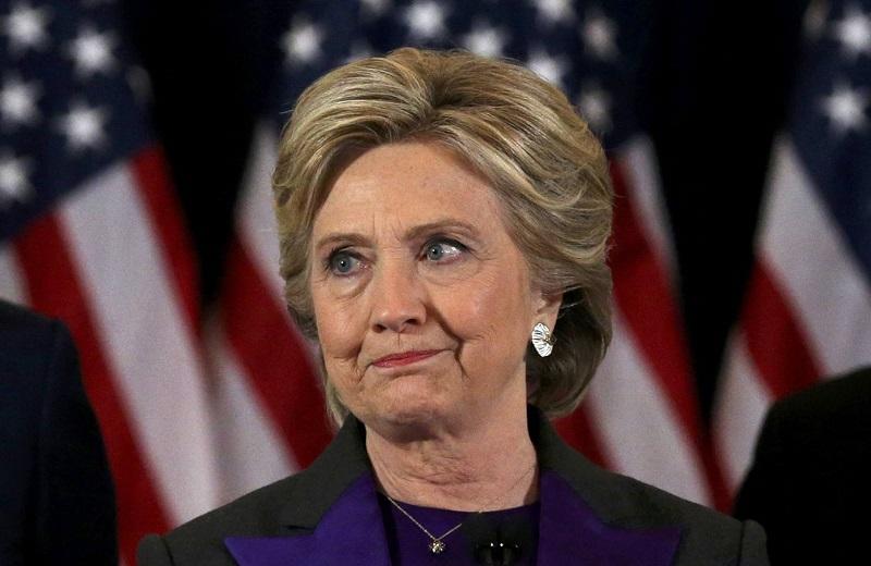 """""""Trump va a ser nuestro presidente. Le debemos recibir con mente abierta y la oportunidad de liderar"""", afirmó Clinton"""
