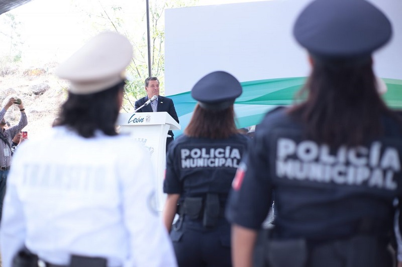 Desde el inicio de la actual administración municipal, con esta generación se han graduado 189 cadetes (140 hombres y 49 mujeres), tanto de la carrera Técnica de Formación Policial como del Programa de Formación Inicial