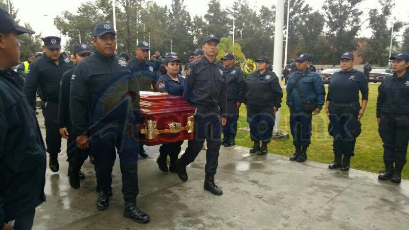 En la víspera, tres oficiales de la Policía Michoacán fallecieron cuando su patrulla chocó de frente con un auto particular en la Autopista Siglo 21; los tres civiles que viajaban en la otra unidad también fallecieron (FOTOS: FRANCISCO ALBERTO SOTOMAYOR)