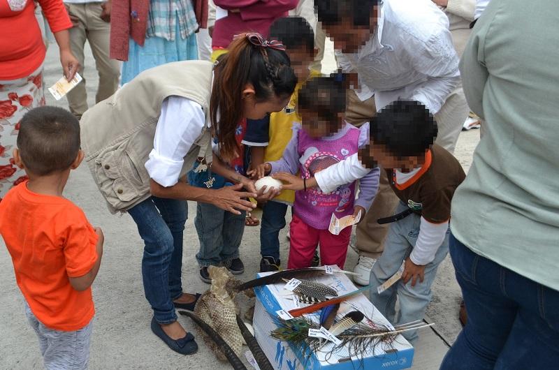 El director del Centro de Reinserción Social de Alto Impacto, José María Padilla, le agradeció al director del Zoológico de Morelia, Josué Rangel Díaz, por realizar acciones que ayuden a la correcta reinserción social de los internos