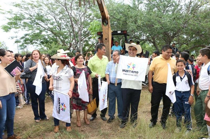 Elías Ibarra aseguró que se seguirán gestionando recursos para atender el rezago que existe en materia de infraestructura en Huetamo