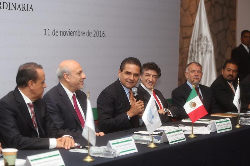 Aureoles Conejo reconoció que, ante la incertidumbre en los mercados financieros por los recientes acontecimientos, se debe fortalecer la economía local