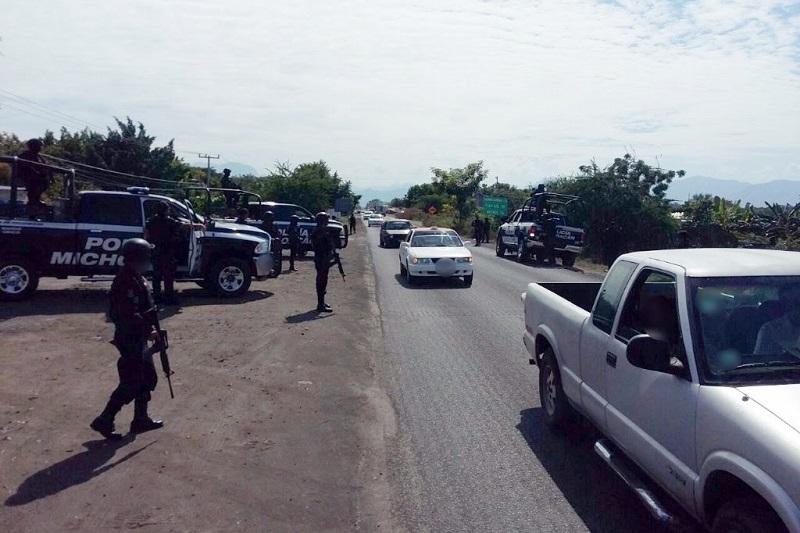 De acuerdo con la SSP de Michoacán, el operativo tiene el objetivo de reforzar la seguridad luego de reportes que indicaban que un vehículo repartidor fue atravesado y quemado a la altura del puente Nuevo Capire
