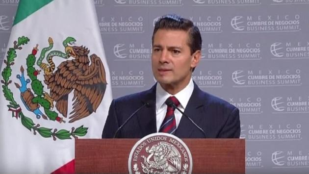 """Peña Nieto subrayó que ante la transformación que el país experimenta, se trata de conservar el optimismo, de trabajar en unidad, de """"portar la camiseta de México"""""""