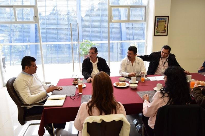 Durante el encuentro en el que estuvo presente el secretario general del STASPE Antonio Ferreyra Piñón
