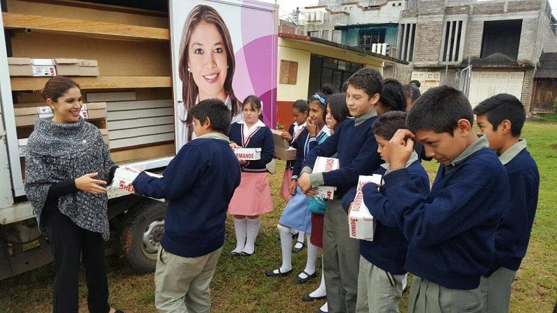 La entrega dio respuesta a la petición que realizó la encargada de la Secundaria Federal, la Profesora Ana Yunuén Mejía Gutiérrez, debido a que la mayoría de los alumnos que reciben educación en esa institución, son de escasos recursos