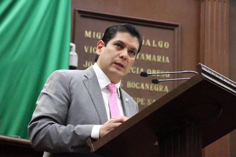 Núñez Aguilar explicó que el propósito es elevar la gravedad al Código Penal sobre la usurpación de profesiones en el rubro de la salud