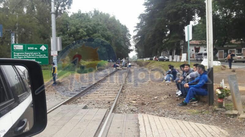 Siguen los actos vandálicos de normalistas en distintos puntos de Michoacán, ahora en Pátzcuaro (FOTO: FRANCISCO ALBERTO SOTOMAYOR)