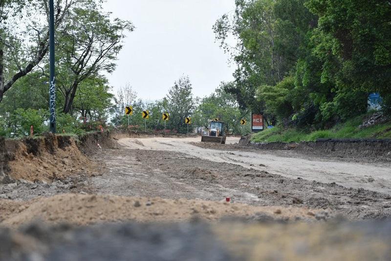 El titular de la SCOP, José Juan Domínguez, comentó que una prioridad del gobernador Silvano Aureoles  es apoyar a los contratistas michoacanos para que la derrama económica y los empleos generados favorezcan a habitantes de la entidad