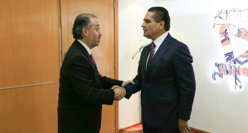 El mandatario estatal reconoció y agradeció el apoyo de la PGR, ya que a través de la delegación en la entidad, ha colaborado de manera decidida en las tareas del Grupo de Coordinación Michoacán