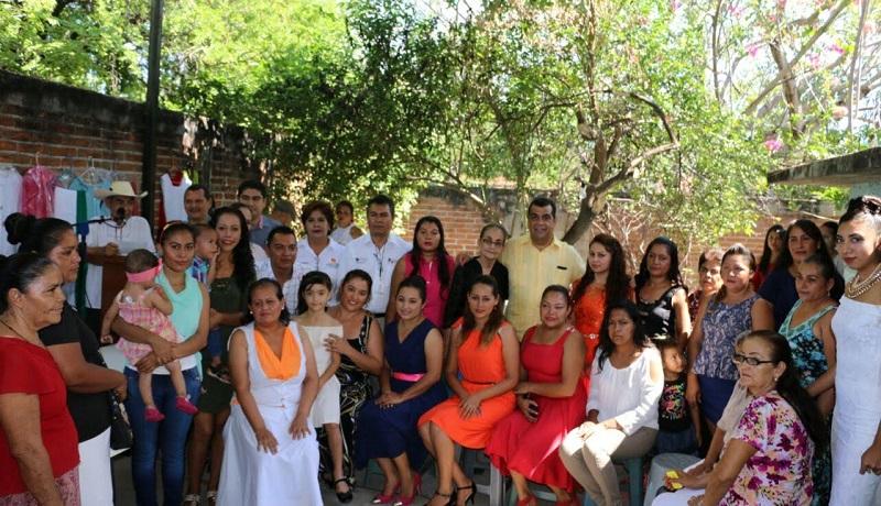 Anuncia Ibarra Torres construcción y equipamiento de taller de corte y confección