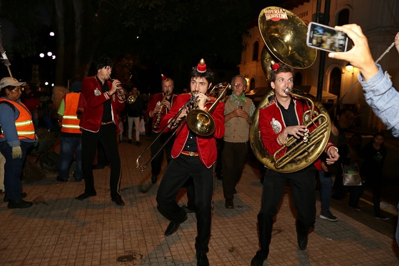 Como parte de las extensiones del FMM, este domingo la banda francesa se presentó en la plaza Morelos