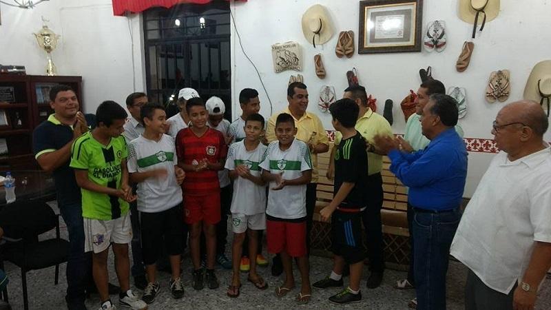 El alcalde resaltó que una prioridad en su administración es continuar apoyando e impulsando el deporte entre los diversos sectores de la población, no sólo en niños y en jóvenes sino también en la población adulta