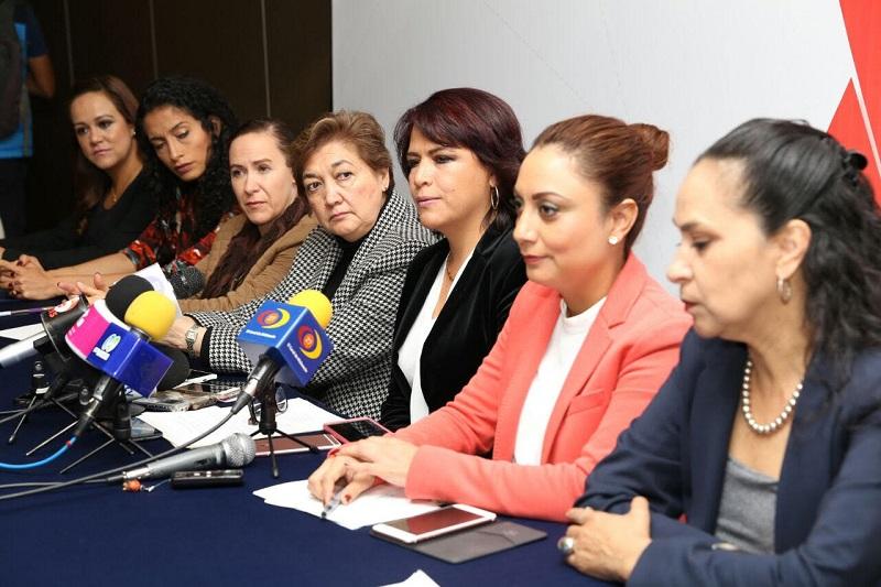 Cabe recordar que el 17 de diciembre de 1999 la Asamblea General de las Naciones Unidas declaró el 25 de noviembre como el Día Internacional para la Eliminación de la Violencia contra la Mujer, en honor a las tres hermanas Mirabal, asesinadas en 1960 en la República Dominicana