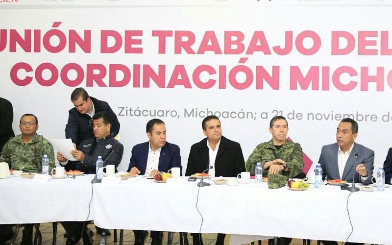 En reunión con autoridades locales encabezadas por el edil de Zitácuaro, Carlos Herrera Tello, el mandatario michoacano recalcó que es de su interés mantener una atención y revisión permanente a las labores por la seguridad en todas las regiones de la entidad
