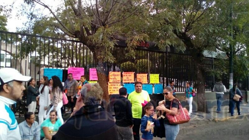 Los manifestantes aseguran que entregaron un pliego petitorio desde el pasado 6 de octubre mismo que no les han respondido las autoridades estatales (FOTOS: MARIO REBOLLAR)