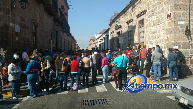 También se tiene conocimiento de que grupos de docentes se manifestaron en una veintena más de presidencias municipales de Michoacán (FOTOS: FRANCISCO ALBERTO SOTOMAYOR)