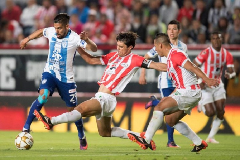Cuando parecía que el encuentro terminaba en empate, el atacante chileno Edson Puch se metió entre tres zagueros y le dio un pase dentro del área a Riaño, quien sacó tiro rasante para marcar el gol de la victoria