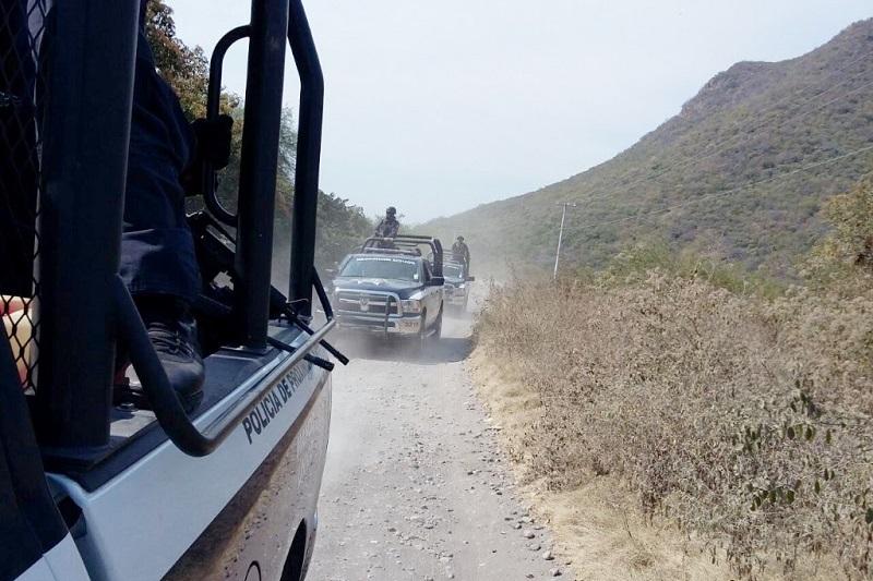 Los presuntos implicados, vehículos, arma de fuego, cargadores, cartuchos y droga fueron puestos a disposición de la autoridad competente